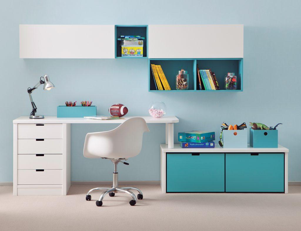 Un bureau d enfant dans une petite chambre
