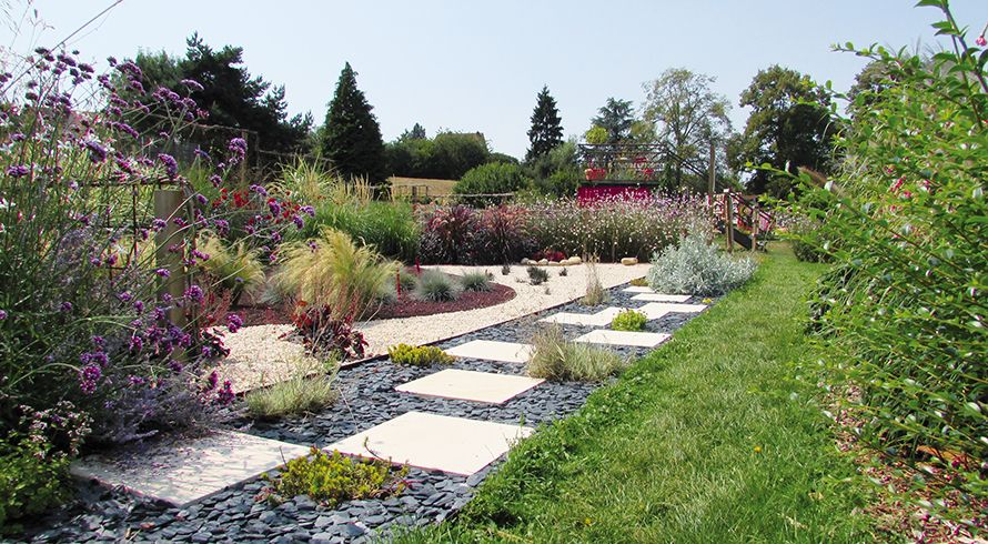 am nagement et entretien jardin par une entreprise sp cialiste. Black Bedroom Furniture Sets. Home Design Ideas